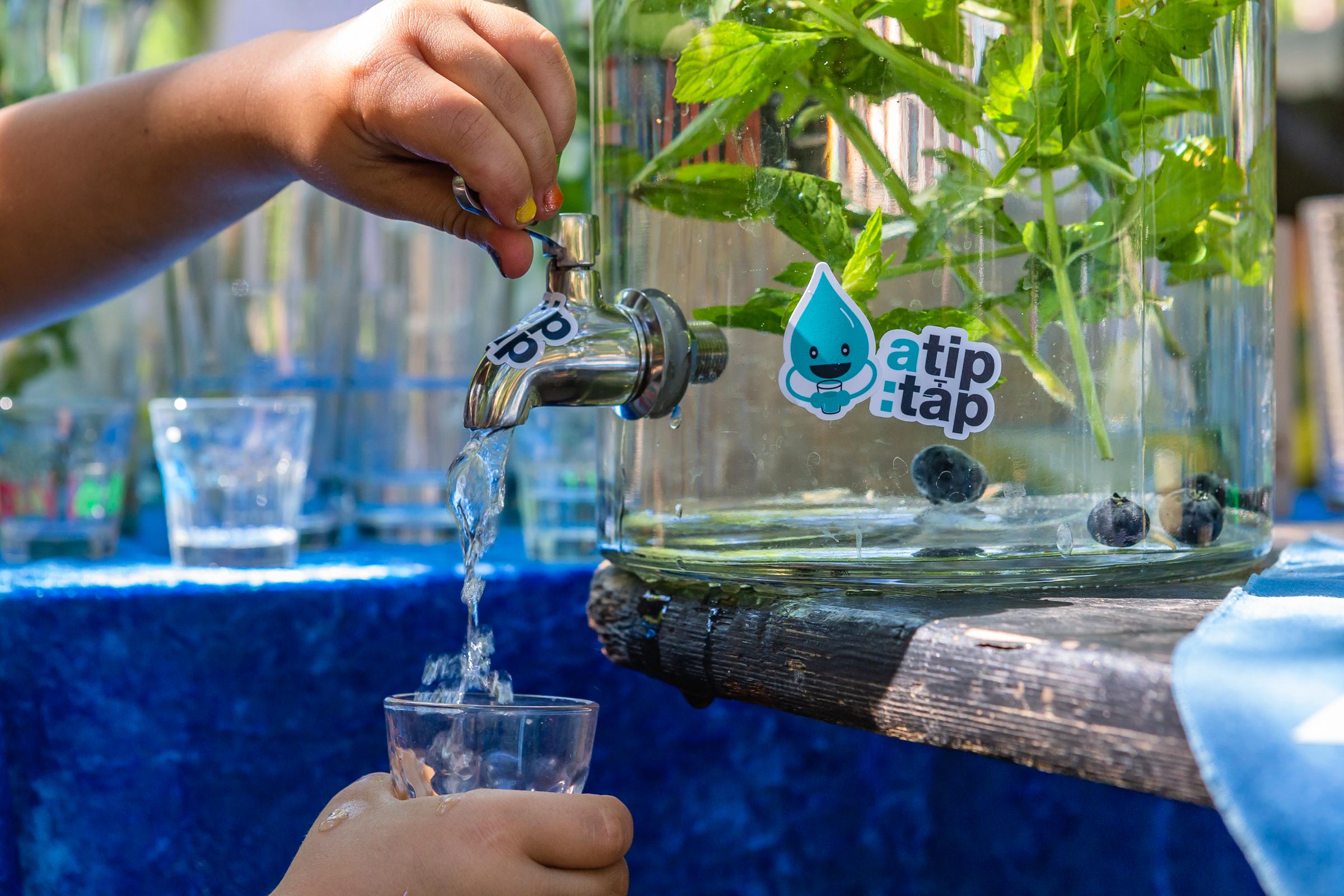 """Trink zum Umweltschutz bei – Der Verein """"a tip:tap"""" setzt sich für Leitungswasser ein"""